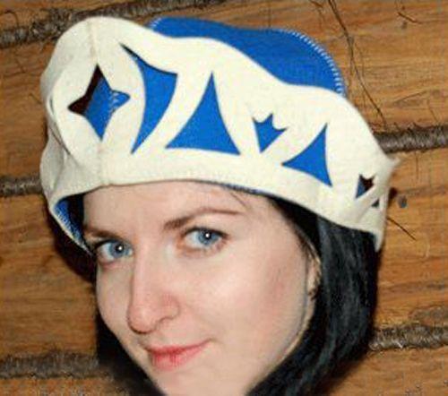А шапки такие разные, белые, синие, красные…