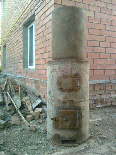 У печи из трубы дверцы можно изготавливать прямо из вырезанных кусков трубы