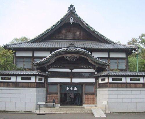 Вход в японскую общественную баню Сэнто