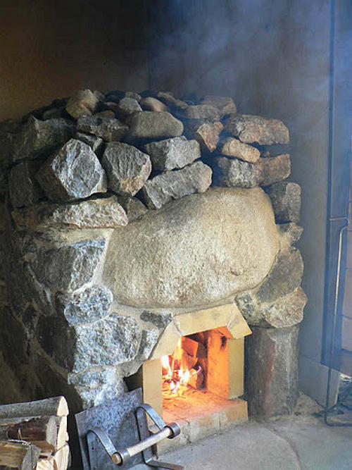Каменку топили до «красных камней», сжигая большое количество дров