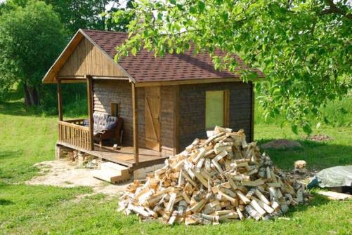 Колоть дрова не только нужное дело, но и полезное и даже, для некоторых людей, любимое занятие