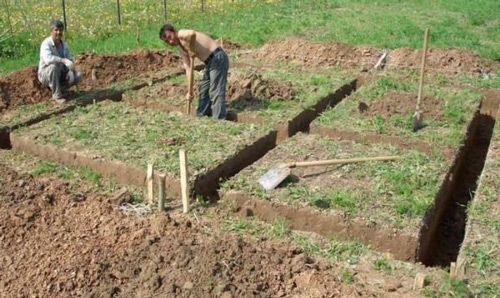 Место под баню выбрано и можно копать фундамент