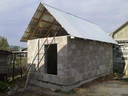 Баня из блоков, подготовленная под внутренние работы