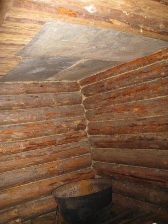 На потолок над печью набивают лист  кровельной стали