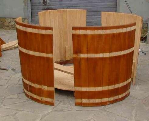 Этап сборки деревянной купели
