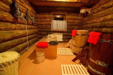 Внутреннее убранство русской бани с купелями