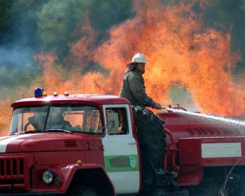 Работа у пожарника достаточно ответственная и тяжелая