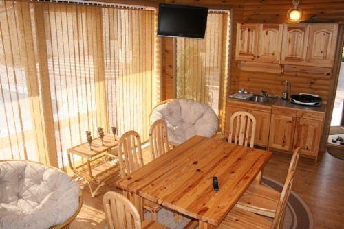 Естественное освещение комнаты отдыха в русской бане