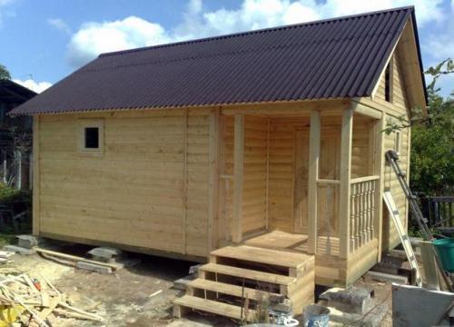 Баня нуждается во внешней отделке, как и другие строения из дерева