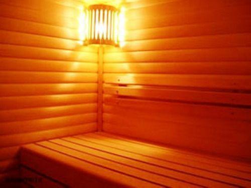 Деревянный абажур дает рассеянный свет
