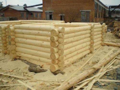 Изготовление сруба для бани из оцилиндрованного бревна – прекрасный вариант