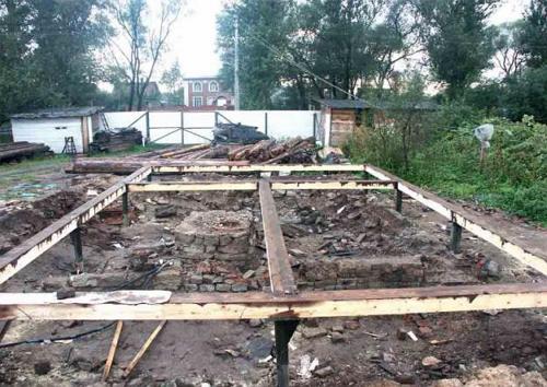 Свайно-винтовой фундамент для бани покрыт защитным раствором