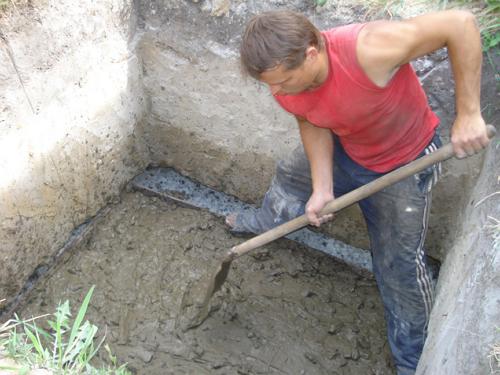 Делаем сливную яму в бане