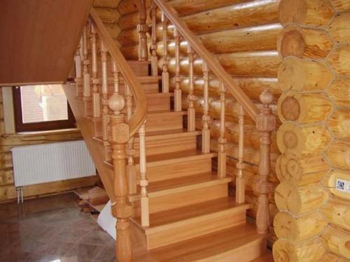 Красивая лестница на второй этаж - мансарду