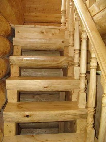 Вот к чему нужно стремиться! Готовая лестница на мансардный этаж бани