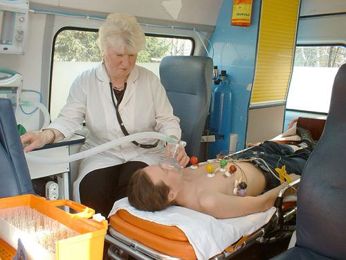 Оказание помощи человеку бригадой скорой помощи