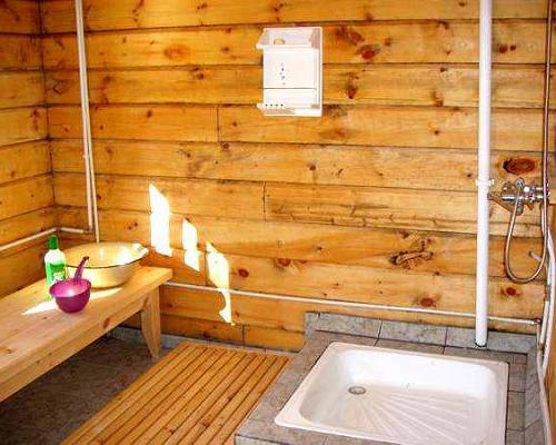 Моечная комната с душем в бане