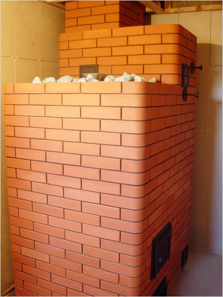 Печь-каменка, сделанная из кирпича
