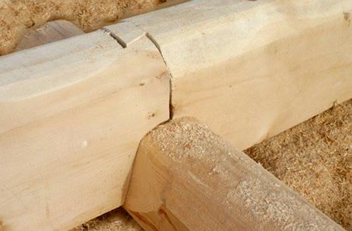 Соединение брёвен (сруб из лафета)