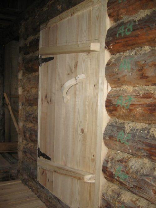 Банная дверь из натурального дерева