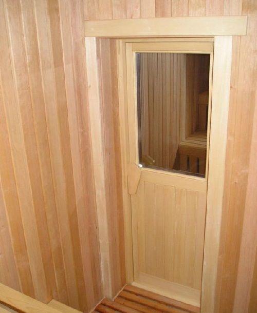 Деревянная дверь в парилку со стеклом