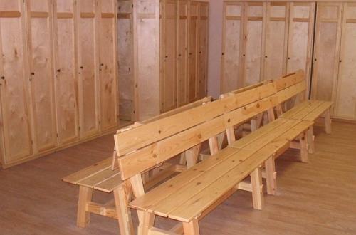 Удобная раздевалка в общественной бане